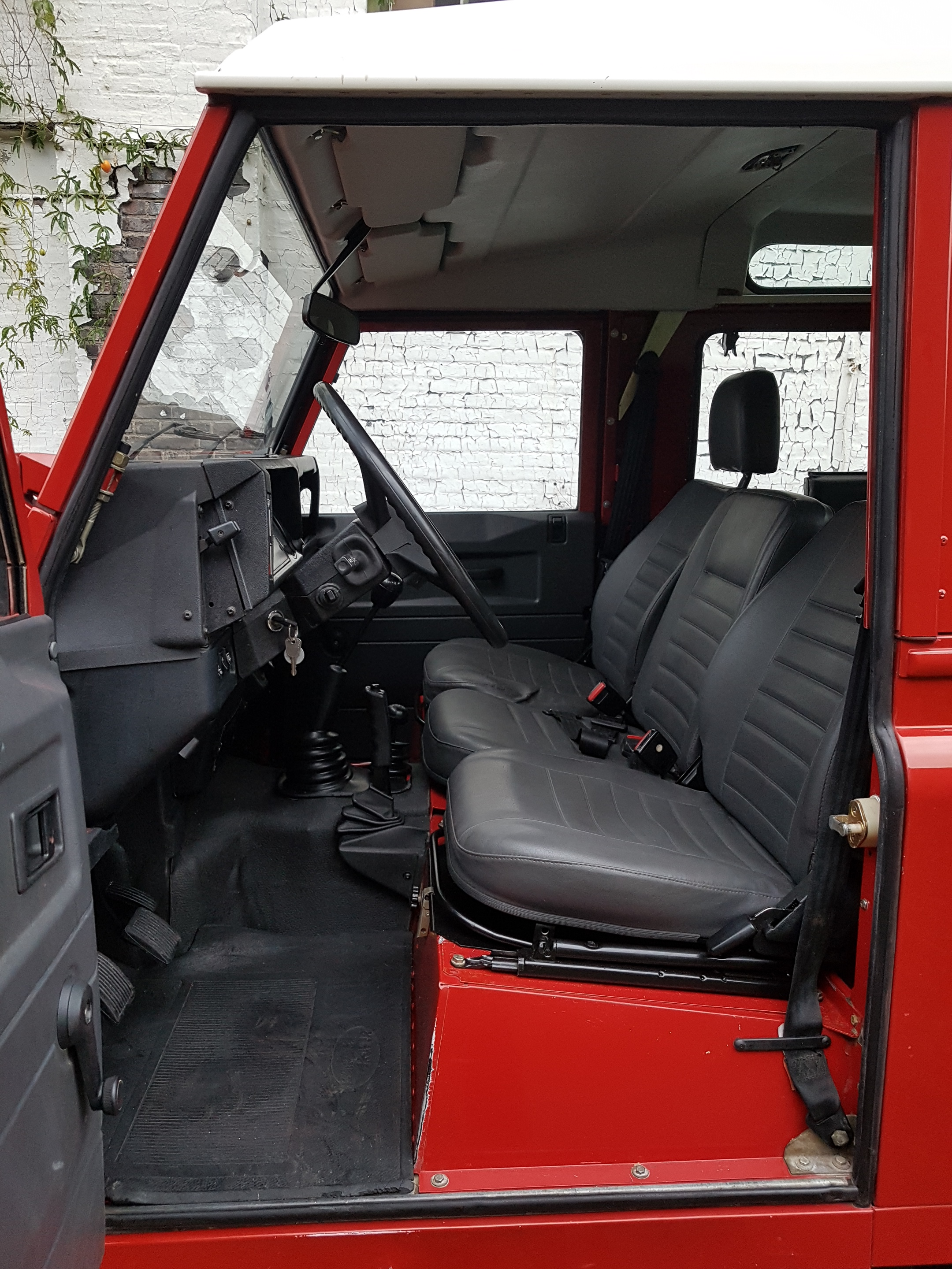 100 new land rover defender interior 2000 land for Interior land rover defender