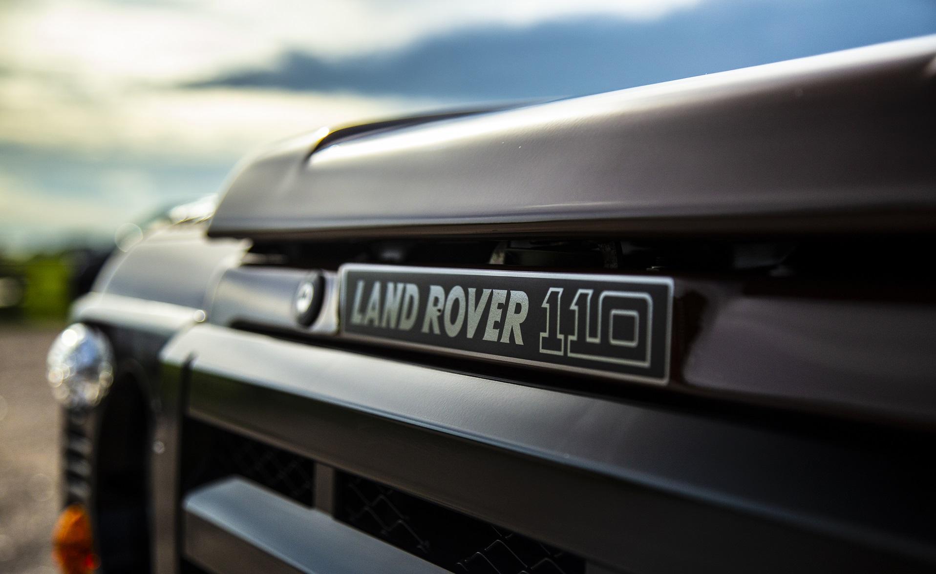 land-rover-defender-110-stationwagon-details-oliversclasscis.com