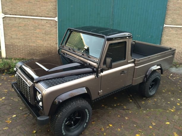 Low mileage Defender 110 Pick up - Olivers Clics