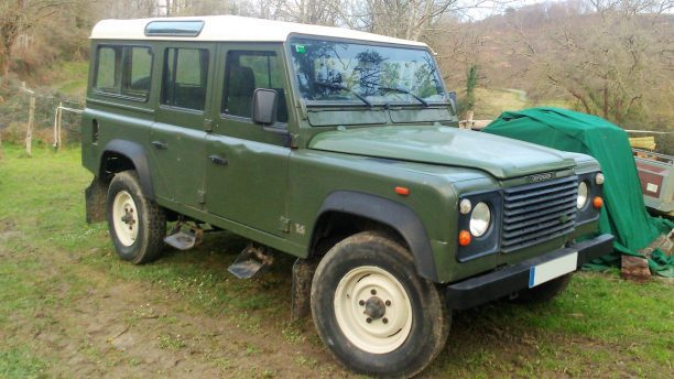 Land Rover defender 110 green