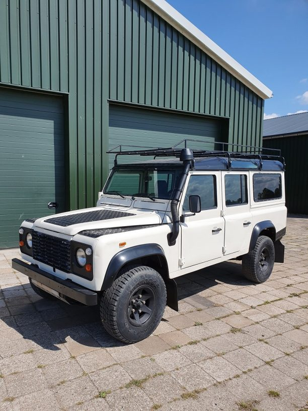 Land Rover Defender 2.5 infron of a barn in white